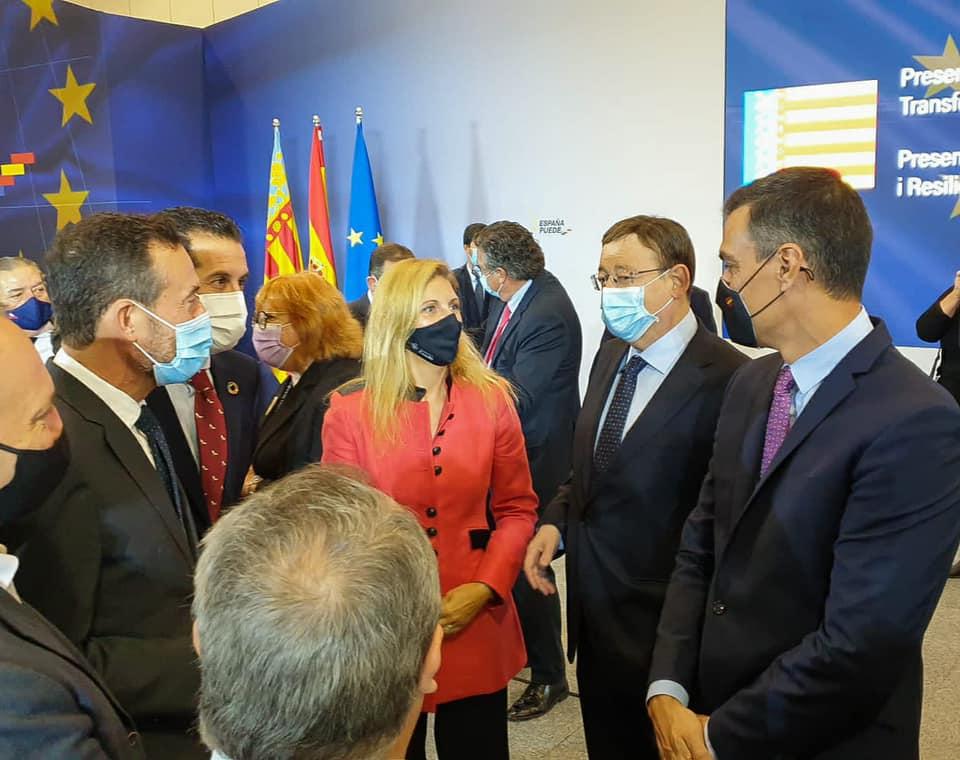 El alcalde de Elche, participa en un acto con las más altas autoridades nacionales y autonómicas, en la fotografía, el President de la Generalitat, el Presidente del Gobierno y los alcaldes de la Comunitat Valenciana